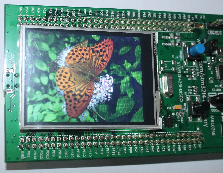 Фото платы STM32F429I-Disco с полученным изображением